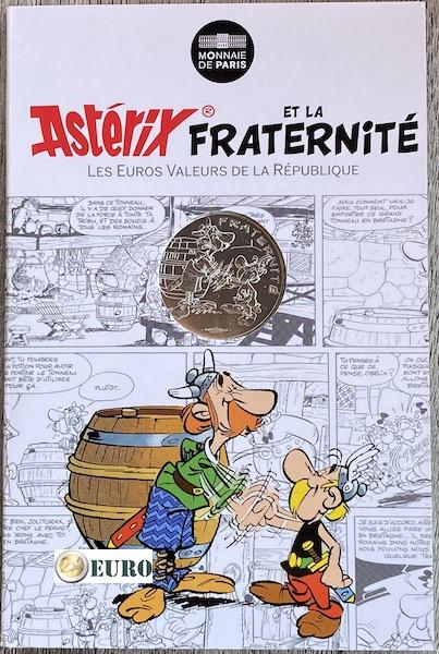 10 euro France 2015 - Asterix fraternité in Britain - in coincard